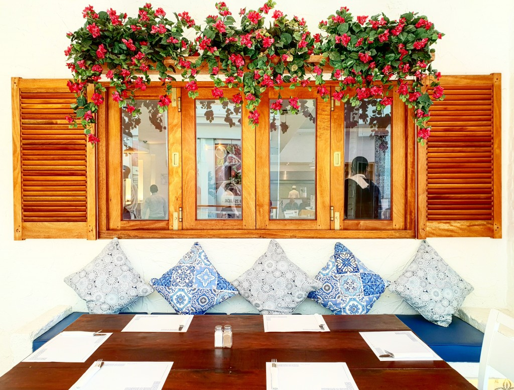 Plaka Cresta: Greek Restaurant
