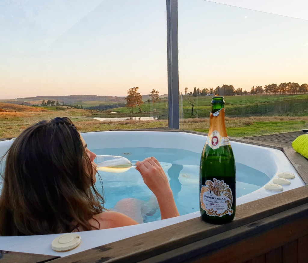 Jacuzzi, Bubbly & Views - Brahman Hills